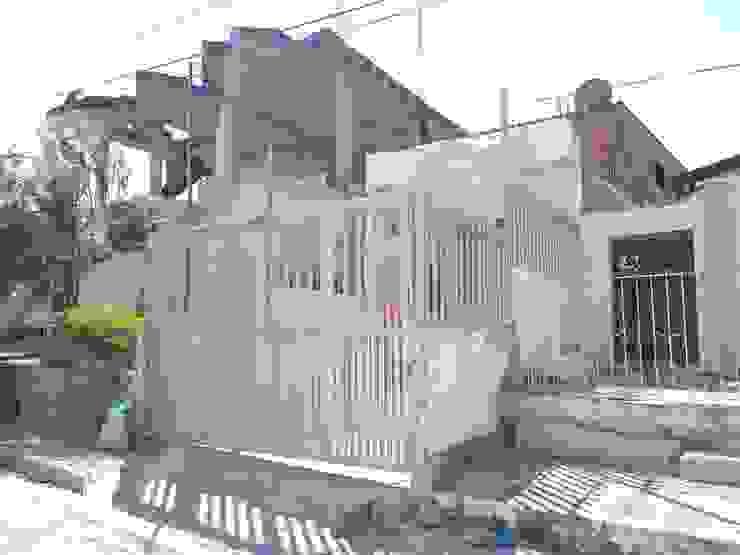 Cerramiento Juliano.Arquitectos Casas modernas