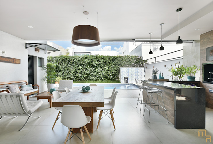 varanda Gourmet por Marcela Rocca Arquitetura & Interiores Moderno