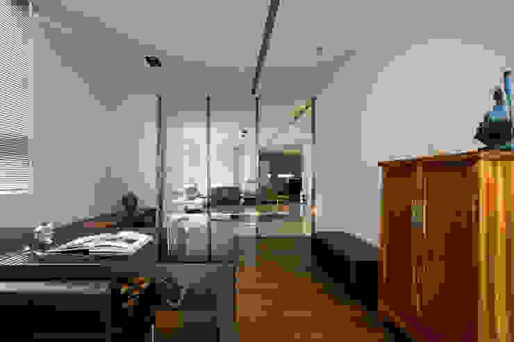 寧靜之光 根據 家和空間設計 簡約風 實木 Multicolored