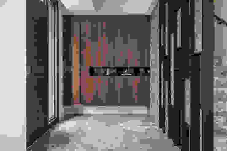 仁安墅/靜心觀築 現代房屋設計點子、靈感 & 圖片 根據 SING萬寶隆空間設計 現代風
