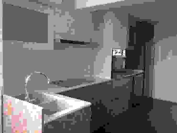 Renovation <q>Like a Condo</q> 69 Builder Pte Ltd Built-in kitchens