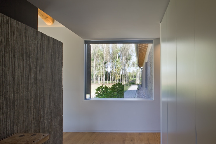 MIDE architetti Country style balcony, porch & terrace