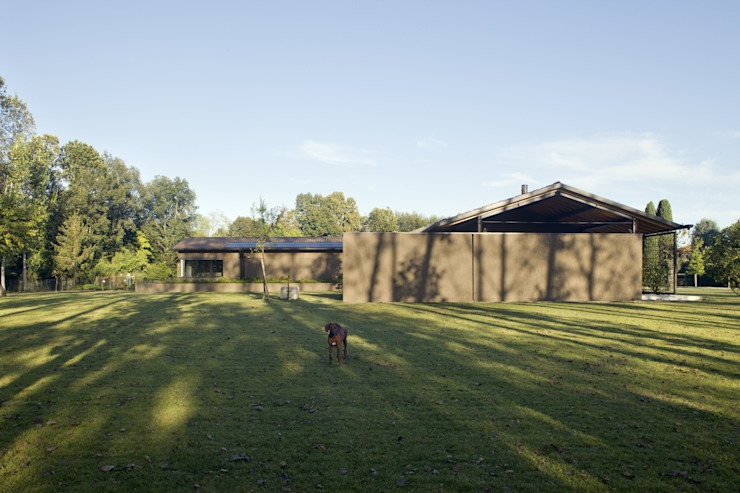 MIDE architetti Country style garage/shed