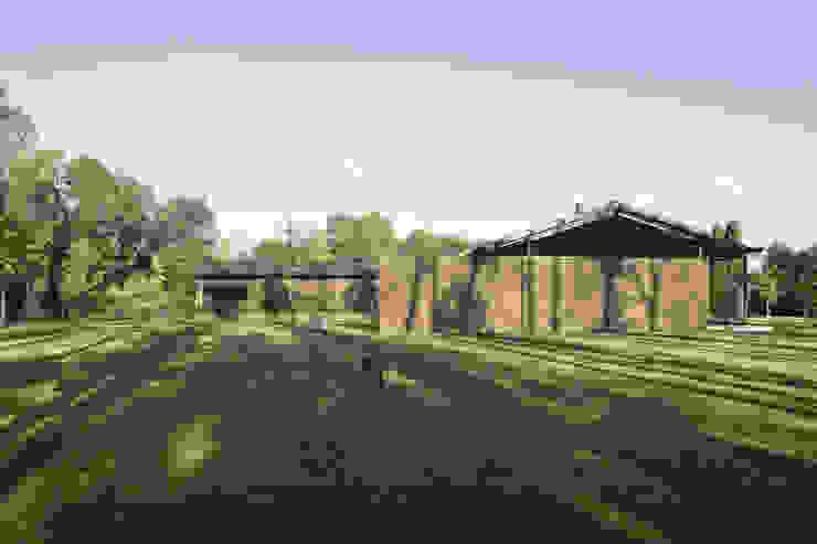 110_Abitazione in campagna Garage/Rimessa in stile rurale di MIDE architetti Rurale