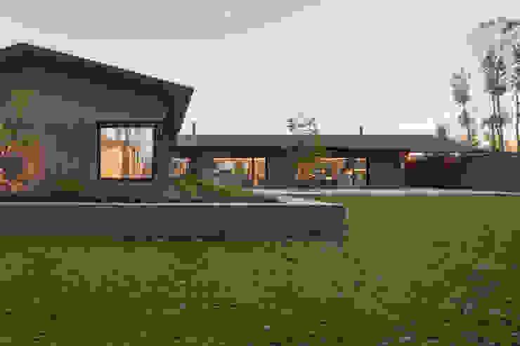 110_Abitazione in campagna Studio in stile rurale di MIDE architetti Rurale