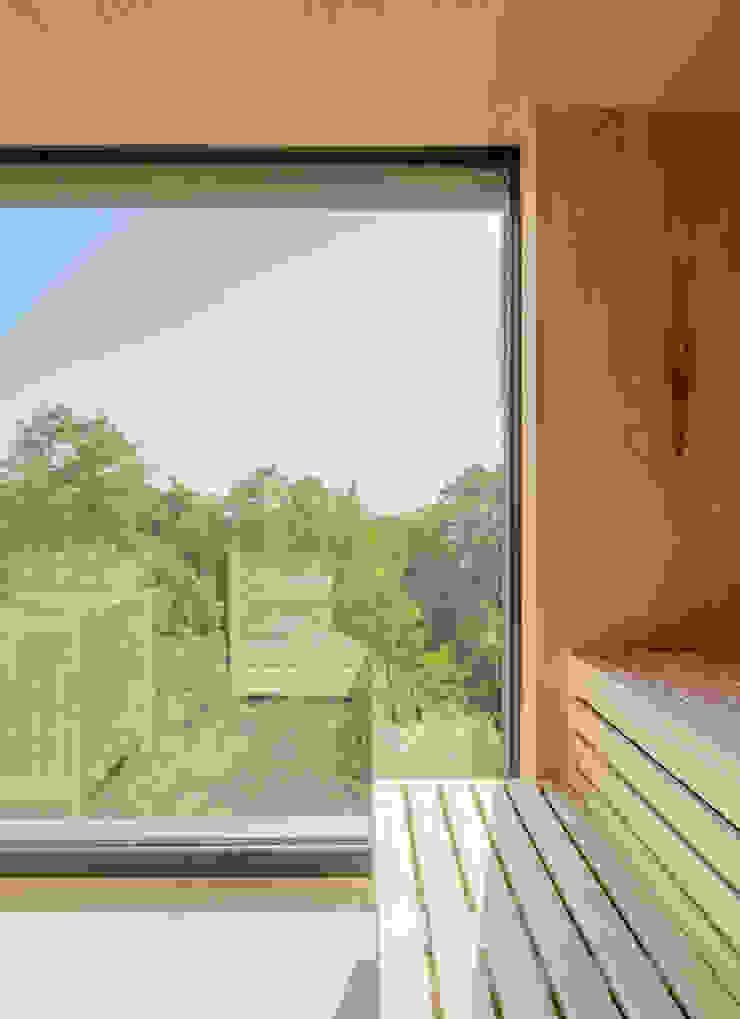 Sauna - Biosauna mit Blick über die Baumwipfell Steffen Wurster Freier Architekt Moderne Hotels Massivholz Beige