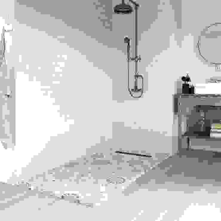 Loop, el plato de ducha más de moda en este momento del año: la geometría en azules. de Bosnor, S.L. Clásico Sintético Marrón