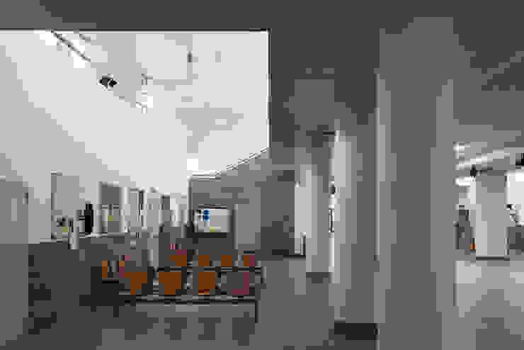 Roma Tre University Gianluca D'Elia Ingresso, Corridoio & Scale in stile moderno