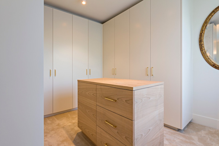 Modern Dressing Room by ÈMCÉ interior architecture Modern Wood Wood effect