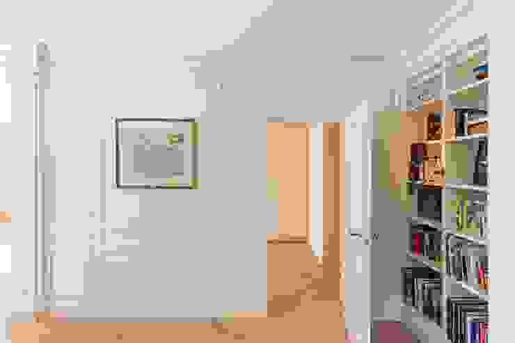 Ruang Studi/Kantor Gaya Eklektik Oleh ÈMCÉ interior architecture Eklektik