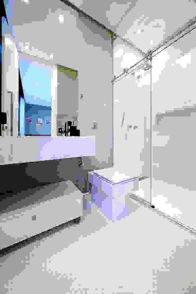 CASA DO PUBLICITARIO Banheiros modernos por Bruno Rubiano Moderno