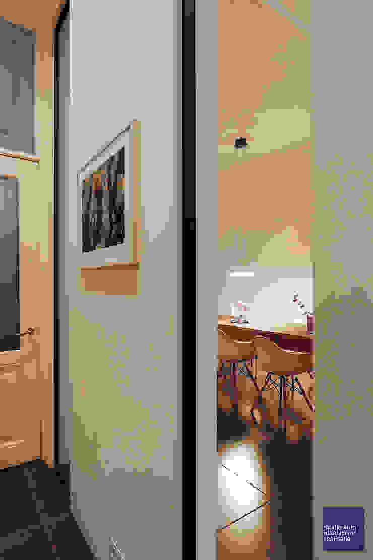 doorkijk eetkamer Moderne eetkamers van Studio Kuin BNI Modern