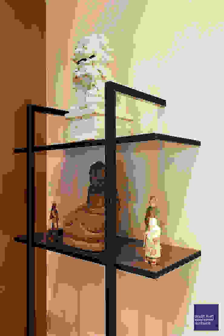 stalen boekenkast : modern  door Studio Kuin BNI, Modern