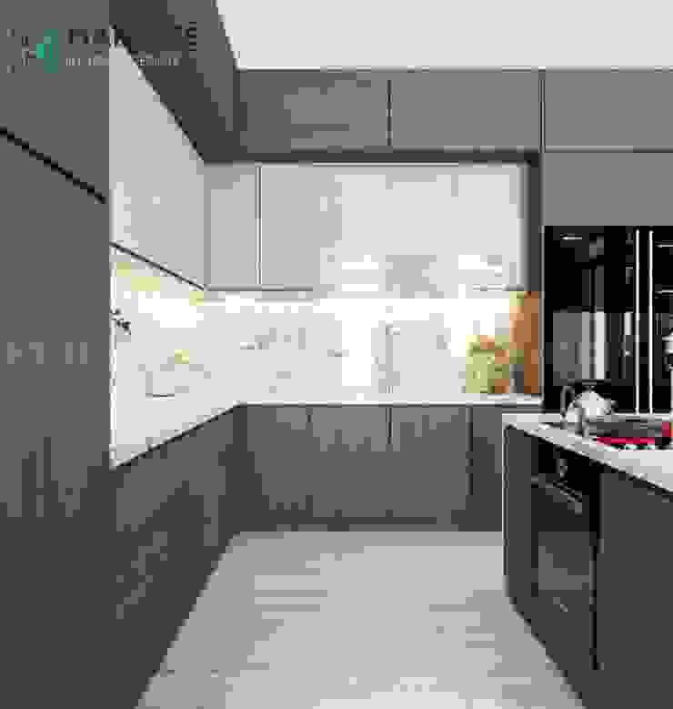 Tủ bếp dưới gỗ sồi Melamine cùng dàn tủ bếp trên MDF Acrylic bóng loáng Công ty TNHH Nội Thất Mạnh Hệ Nhà bếp phong cách Bắc Âu