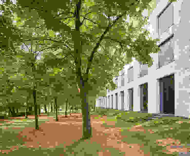 Blick in den Park Moderne Hotels von Steffen Wurster Freier Architekt Modern