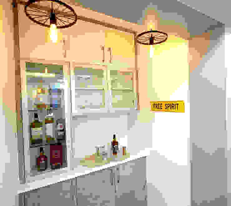 Bar-Unit HomeLane.com Modern wine cellar