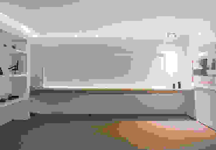 Living pram.studio Ruang Keluarga Minimalis Granit White