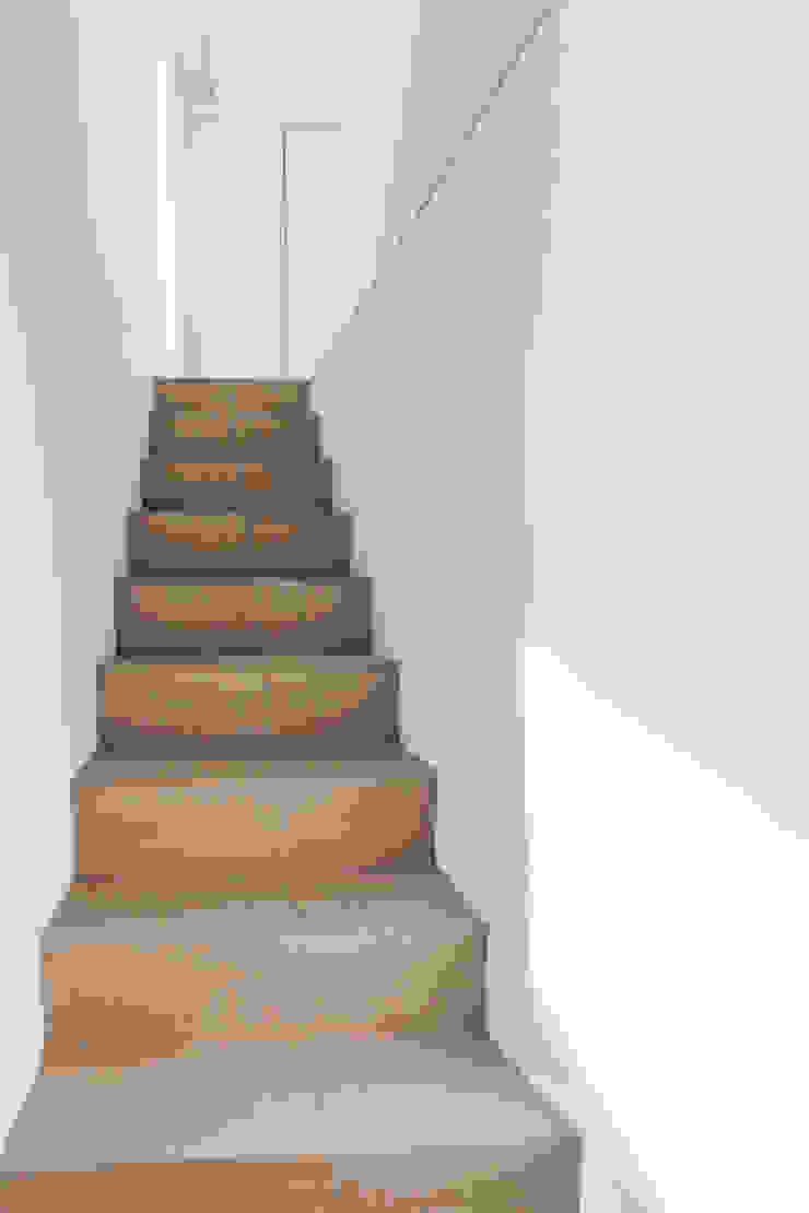 Staircase pram.studio Tangga Marmer White