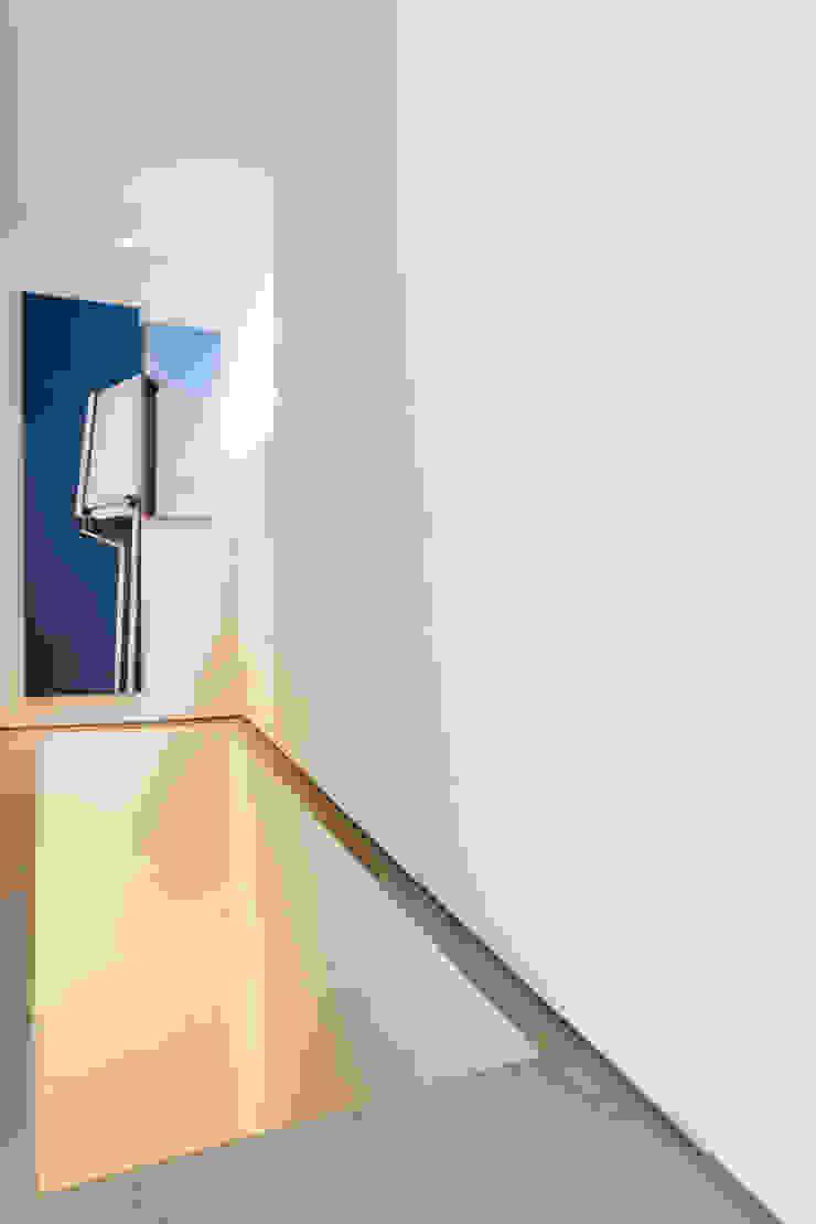 Staircase pram.studio Tangga Keramik Beige