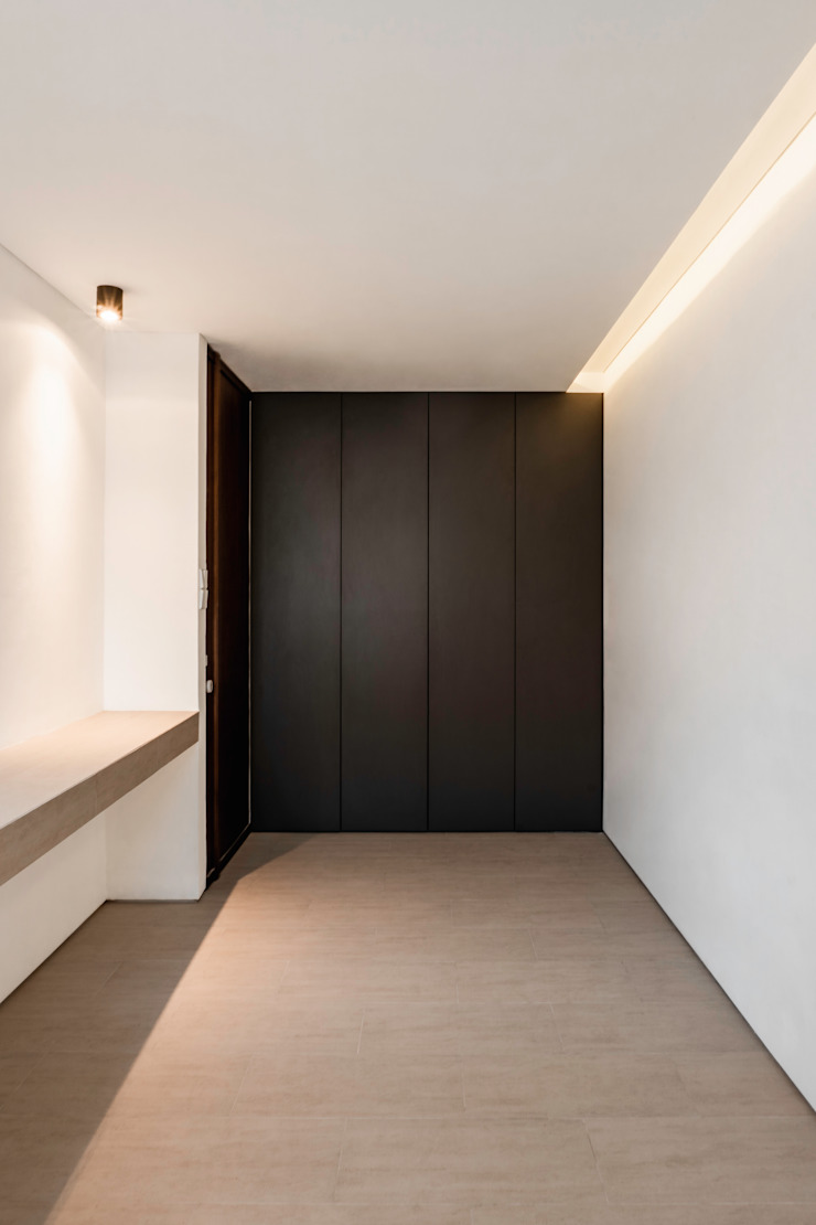 Master Bedroom pram.studio Kamar Tidur Minimalis Marmer White