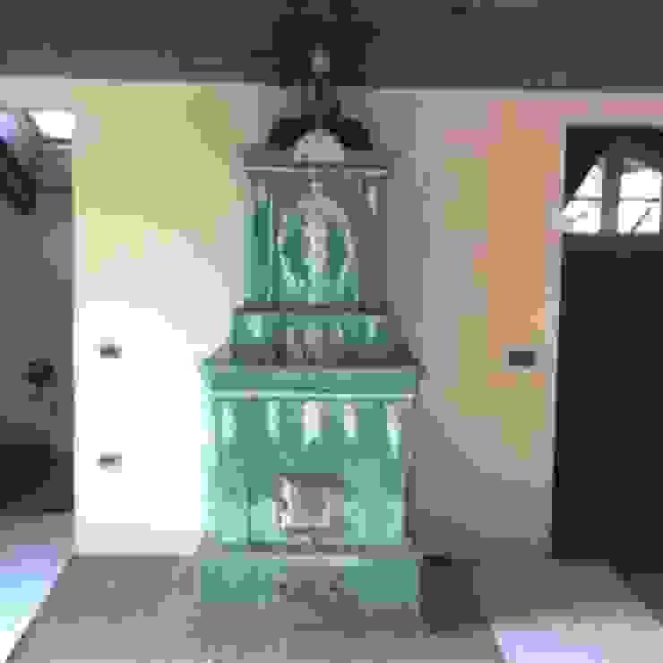 Stufa antica in ceramica Dallago Stufe Ingresso, Corridoio & Scale in stile classico Ceramica Verde