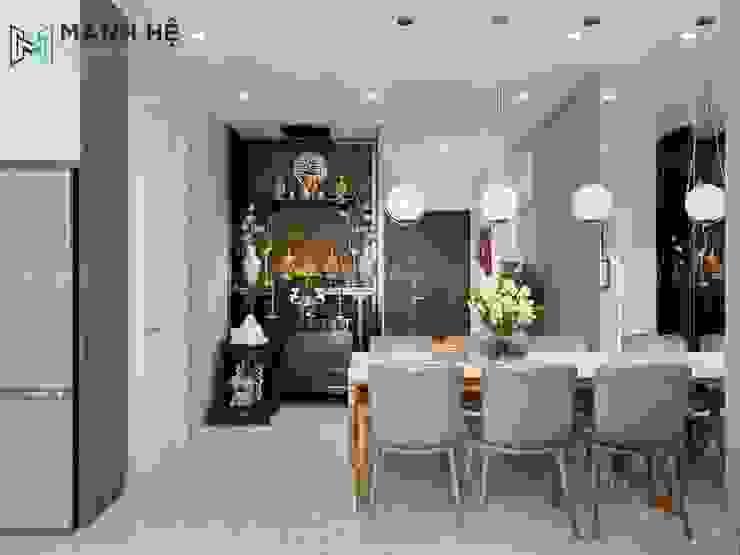 Vách ốp tường bằng kính cạnh bàn ăn cho không gian thêm rộng rãi hơn Phòng ăn phong cách hiện đại bởi Công ty TNHH Nội Thất Mạnh Hệ Hiện đại