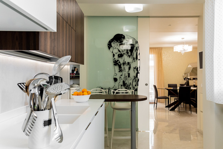 Villa Bagheria ENZO CEFALU' FOTOGRAFO Cucina piccola Legno massello Bianco