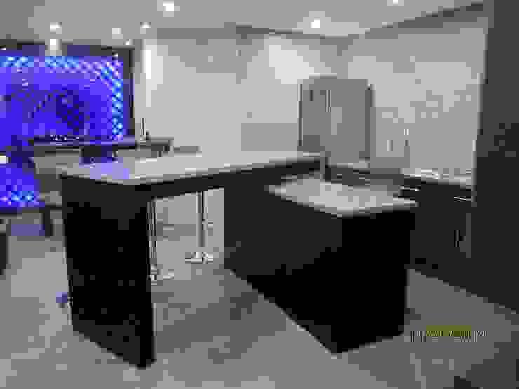 Mesa para bar de Forma Arquitectónica SA de CV Minimalista
