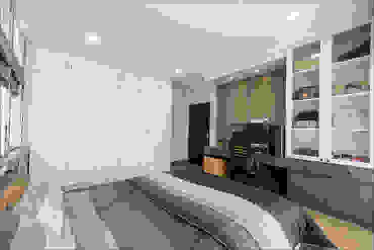 บ้านคุณติ๊ก ปทุมธานี: ทันสมัย  โดย BAANSOOK Design & Living Co., Ltd., โมเดิร์น