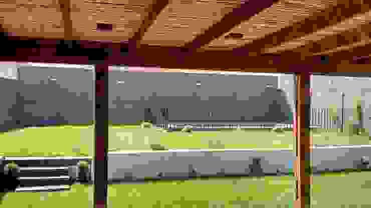 Terraza de Madera Balcones y terrazas mediterráneos de Triptico Diseño y Construcción Mediterráneo