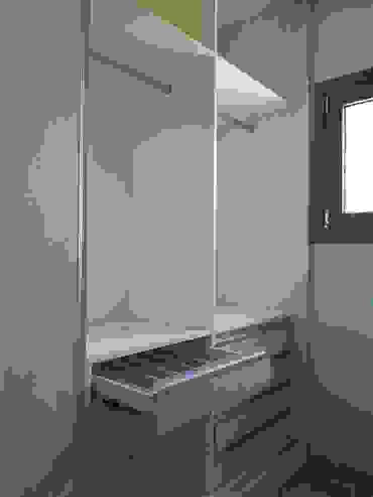 Dario Basaldella Arquitectura Scandinavian style dressing room Engineered Wood Wood effect