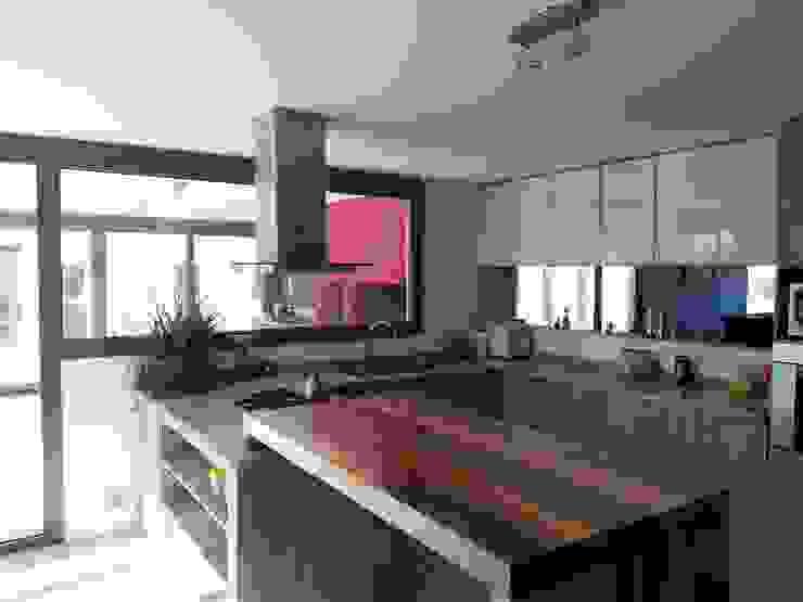 Dario Basaldella Arquitectura Built-in kitchens Engineered Wood White