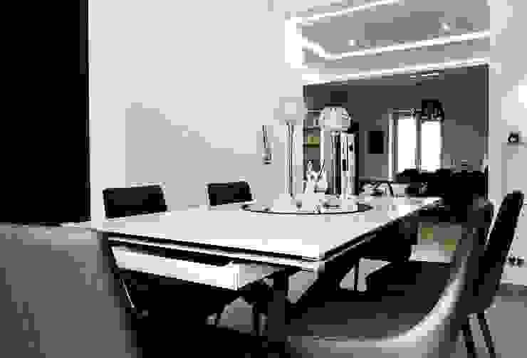 Un Tavolo da Soggiorno allungabile, può essere anche elegante? di Meka Arredamenti Moderno