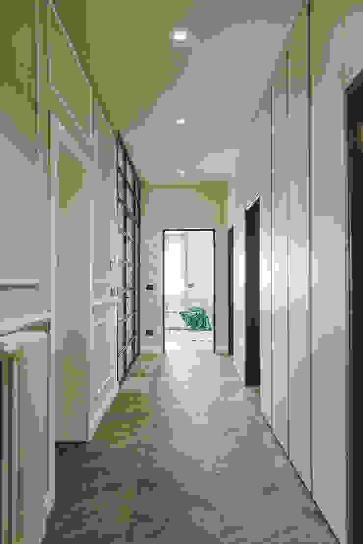 MODO Architettura Pasillos, vestíbulos y escaleras modernos
