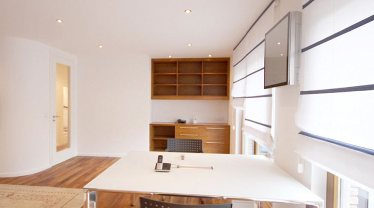 raumdeuter GbR Modern study/office Wood White