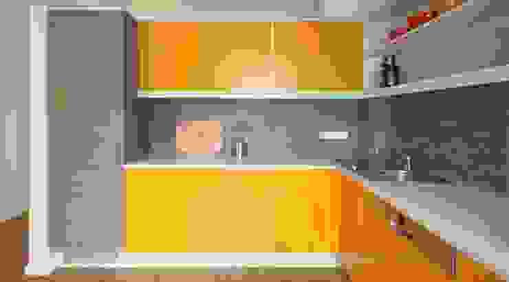 Wohnen mit Farbe – Regal unter Hochbett von raumdeuter GbR Ausgefallen Holz-Kunststoff-Verbund