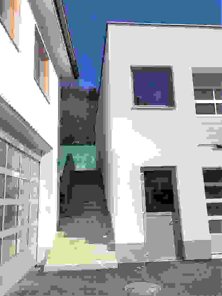 Freitreppe Moderne Geschäftsräume & Stores von archipur Architekten aus Wien Modern Stahlbeton