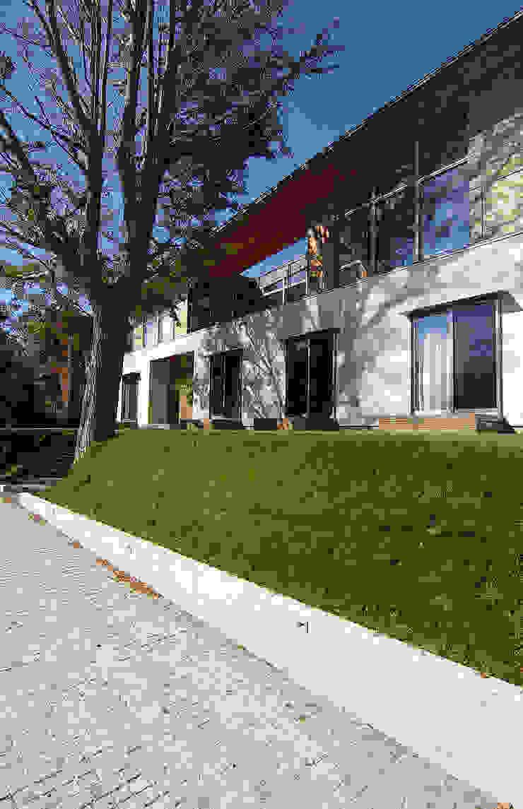 Scandinavian style houses by 株式会社横山浩介建築設計事務所 Scandinavian