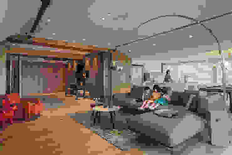 廚房/客廳 Modern Living Room by 千屹設計 Modern