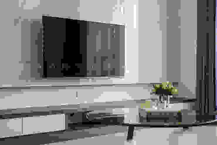 連建建設-連建自由/時代之光 现代客厅設計點子、靈感 & 圖片 根據 SING萬寶隆空間設計 現代風