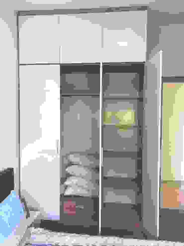 Tủ quần áo: hiện đại  by OKIA Furniture, Hiện đại