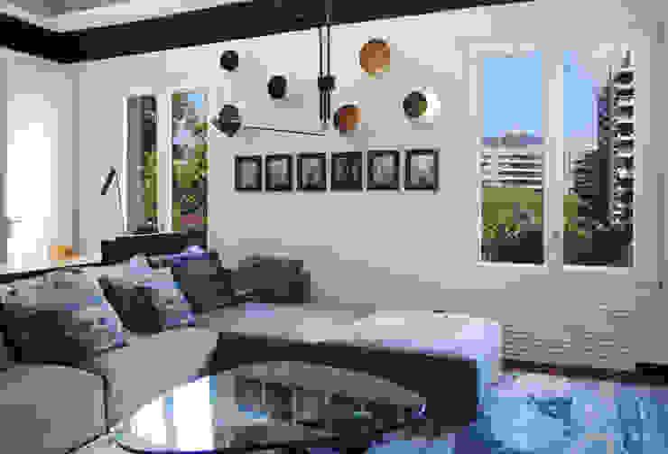 MANUEL TORRES DESIGN Living roomSofas & armchairs Metallic/Silver