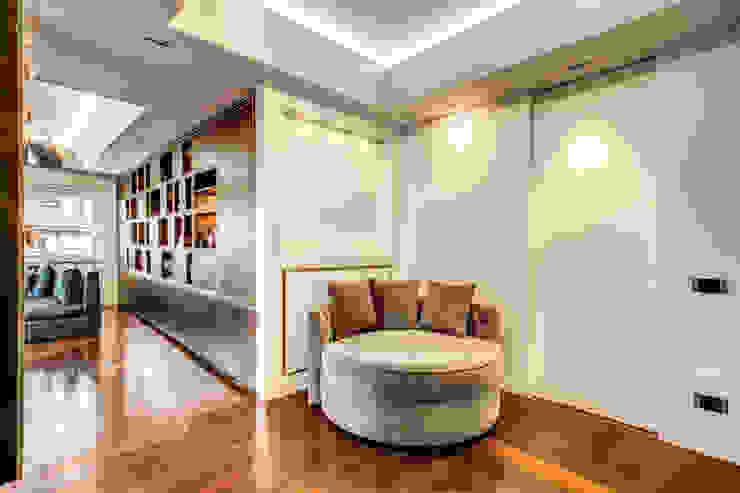 CORTINA D'AMPEZZO Ingresso, Corridoio & Scale in stile moderno di MOB ARCHITECTS Moderno