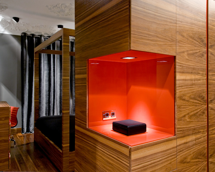 MANUEL TORRES DESIGN Eclectic style dressing room Wood effect