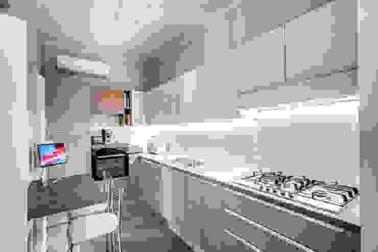 SARDEGNA Cucina moderna di MOB ARCHITECTS Moderno