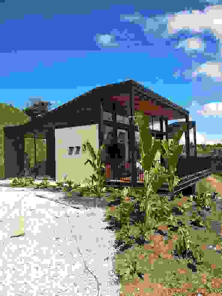 Casa J_p Casas de estilo industrial de @tresarquitectos Industrial