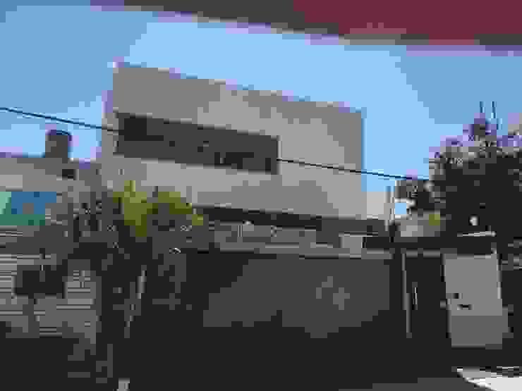 ´fachada AV Casas minimalistas de DM Arquitectos guadalajara Minimalista