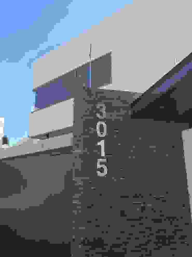 fachada casa AV de DM Arquitectos guadalajara Minimalista