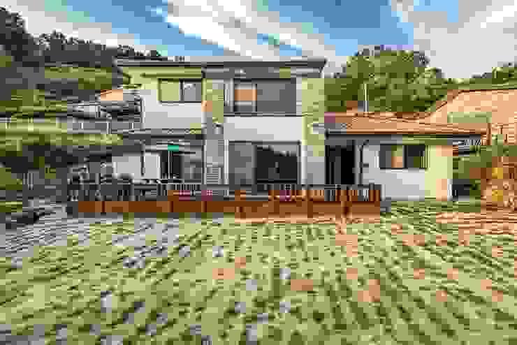 고향이 느껴지는 예쁜목조주택 by 한글주택(주) 클래식