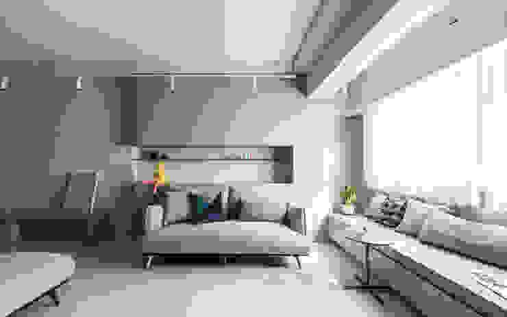 Living area 现代客厅設計點子、靈感 & 圖片 根據 湜湜空間設計 現代風
